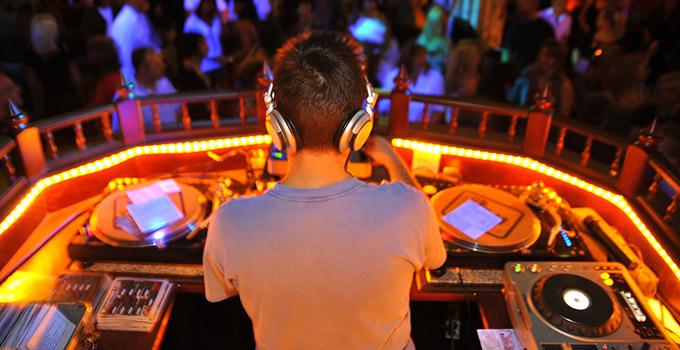 Un bon DJ pour une ambiance de folie à votre mariage