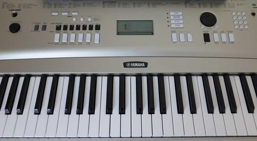 Synthétiseurs, pianos électroniques, arrangeurs et autres instruments
